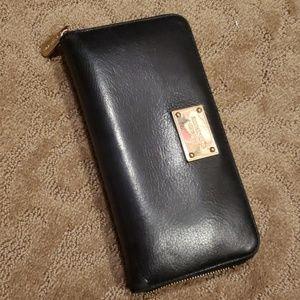 Michael Kors Zipper Wallet